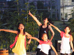 ダンスチーム ベティーズオレンジ 写真1
